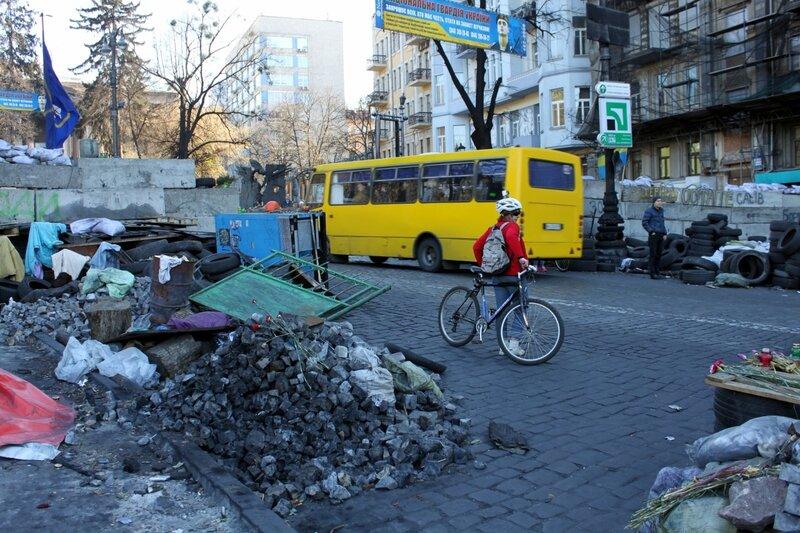 Проезд транспорта по Грушевского