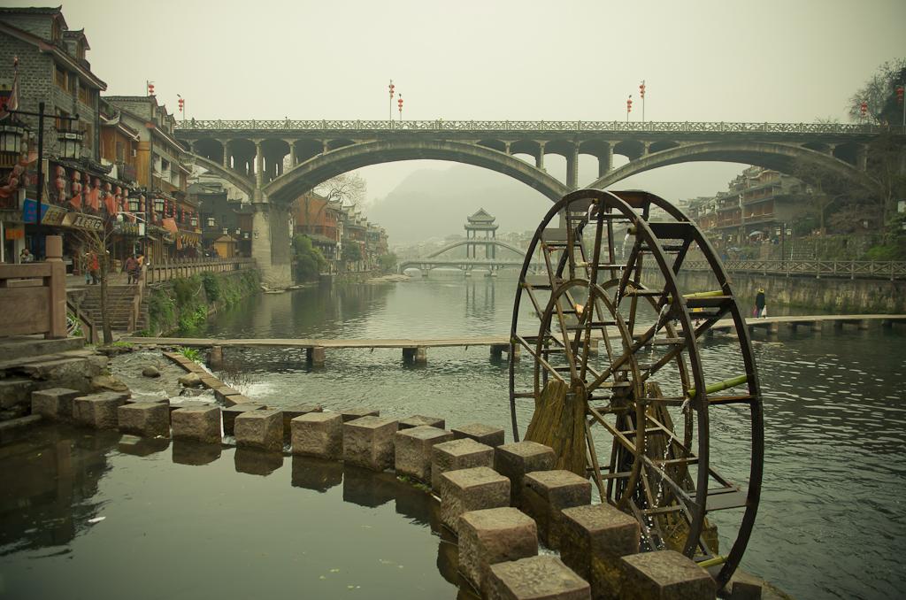 15. Водяная мельница-поливалка. Отзывы об экскурсии в Фэнхуан. Поездка по Китаю дикарями.
