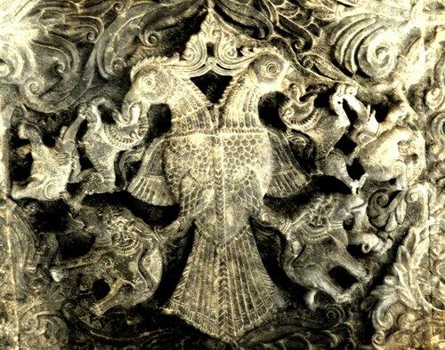 барельеф Гандаберунды в храме Рамешвары (г. Келади, штат Карнатака)