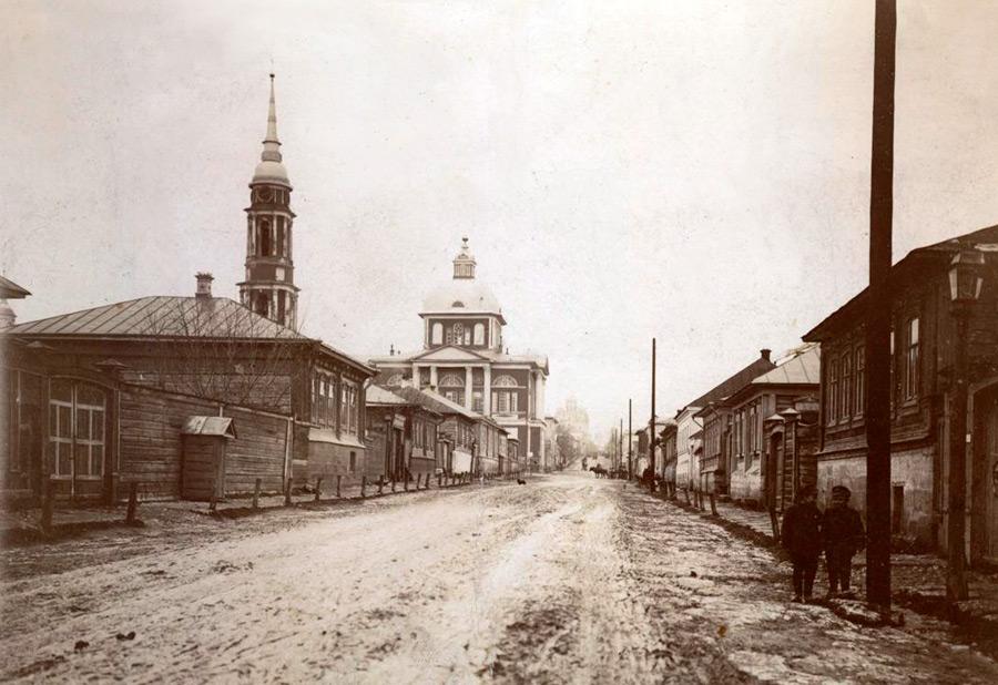 Вид на Сретенский храм с Соборной улицы