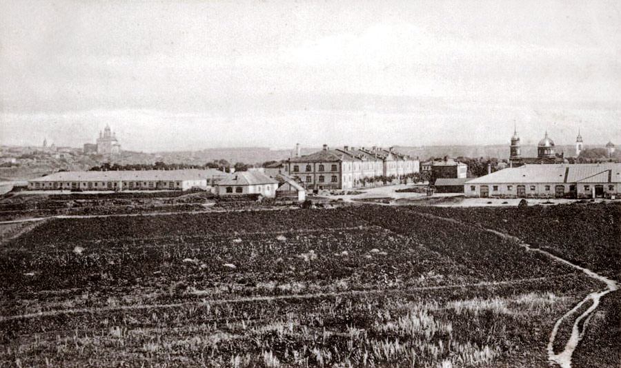 Вид на казармы Нежинского драгунского полка