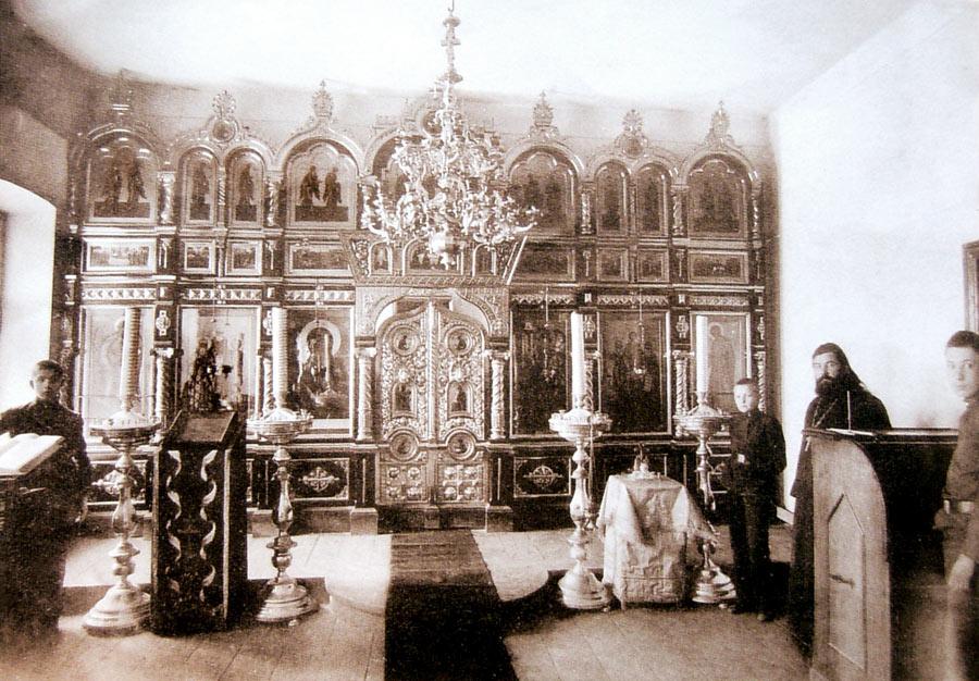 Феодоровский храм в гимназии Павловского