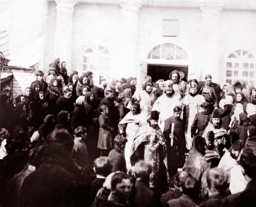 Крестный ход из Троицкого собора Ельца