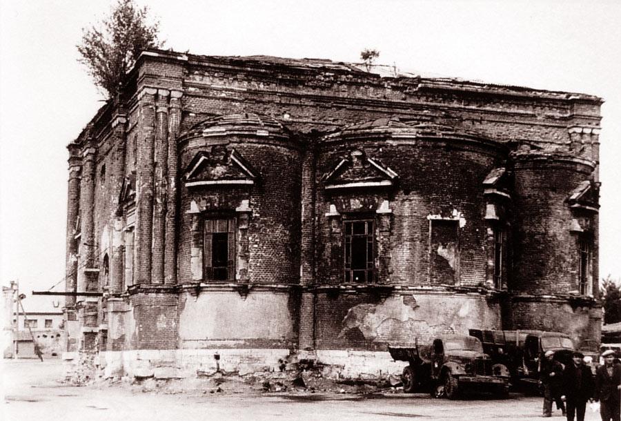 Тихвинский храм незадолго до разрушения