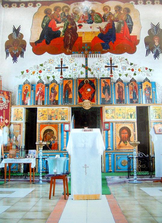 Внутренний вид Воскресенского храма в ИК-4