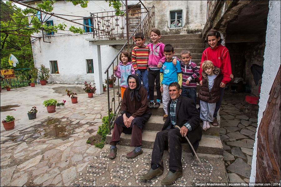 Люди в Албании