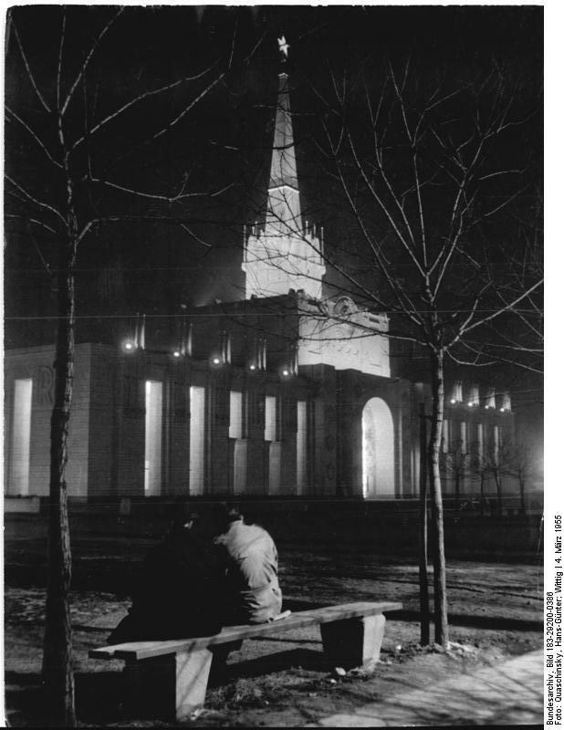 Leipzig, Messe, Sowjetischer Pavillon, Nacht