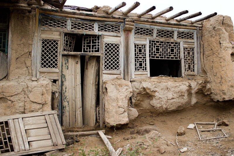 заброшенный дом на плато Ордос, Внутренняя Монголия
