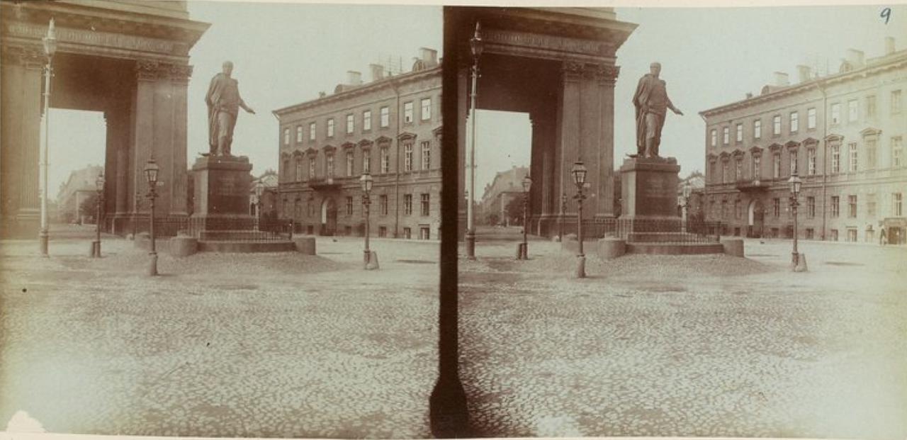 37. Памятник М.Б. Барклаю де Толли у Казанского собора
