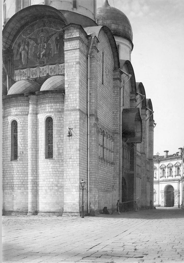 Кремль. Успенский собор. Северная стена и северо-восточный угол