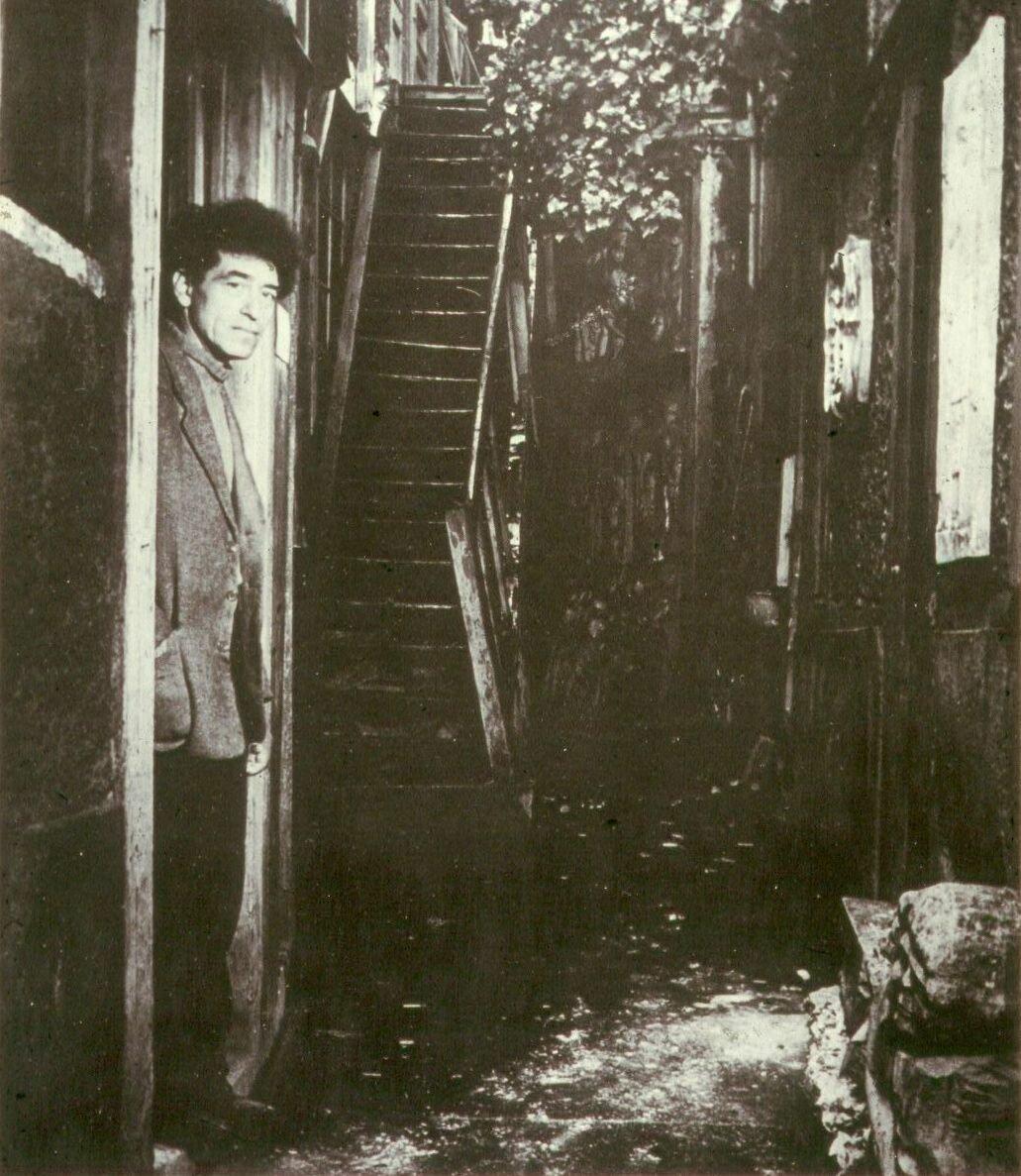 1948. Альберто Джакометти Джакометти у входа в свою мастерскую