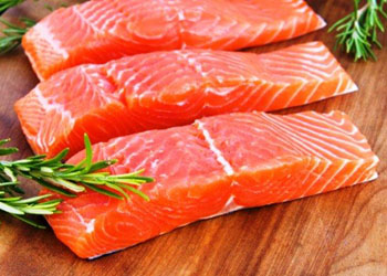 Ученые: красная рыба продлевает жизнь человека