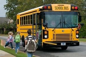 Две девочки получили ранения при обстреле автобуса в США