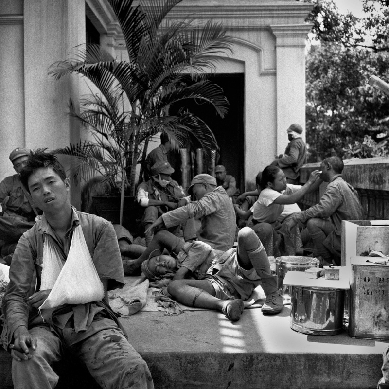 Солдаты пускают по кругу фото 162-286