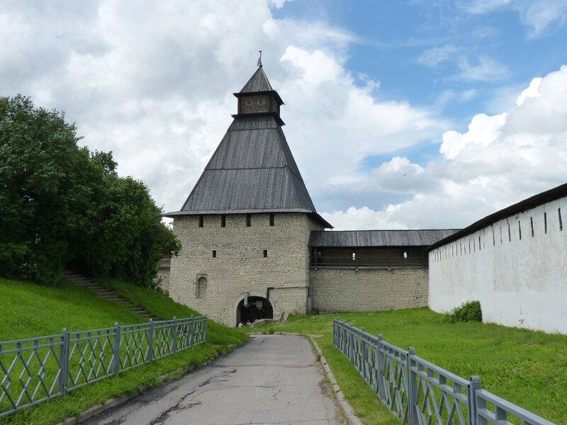 Власьевская башня в Пскове