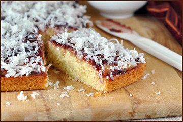 Бисквит хоть и простой, но очень вкусный!