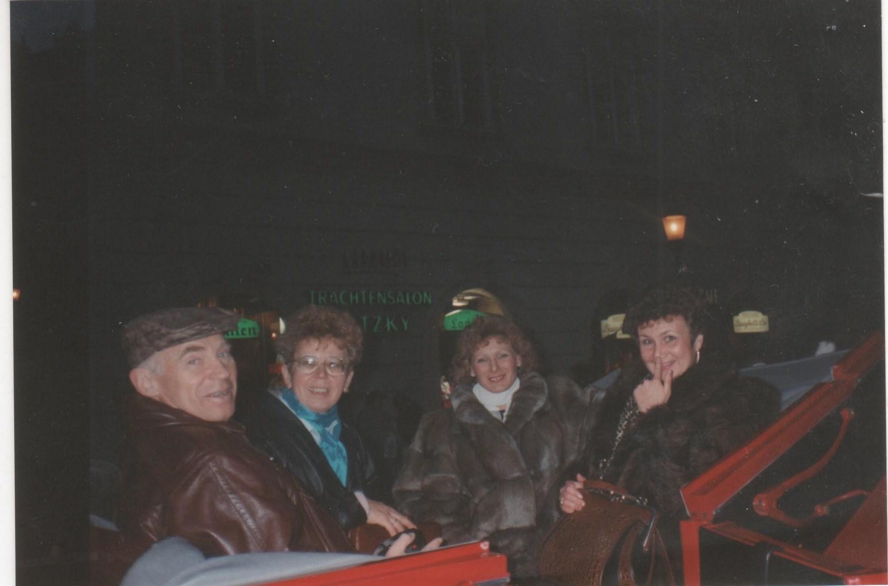 Ночная прогулка в..., на ... карете... на, в общем, на лошадях 001.jpg