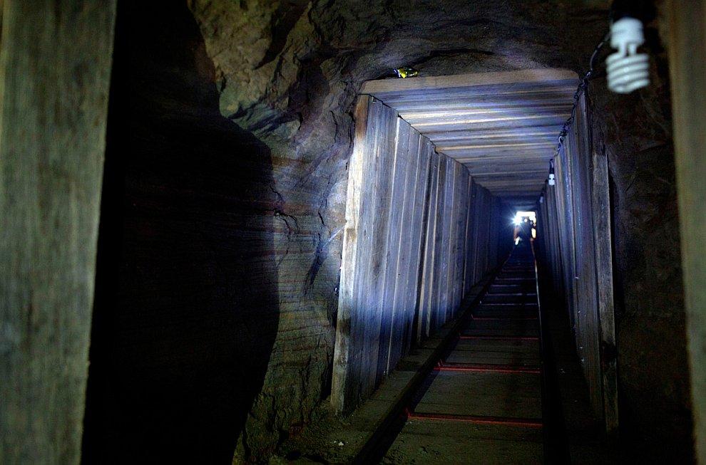 Пещера Нехра , протяженностью почти 5 км, в Андалусии, Испания, 14 февраля 20