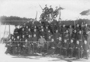 Группа личного состава полка на учении в Первой Петербургской императора Александра III бригаде отдельного корпуса пограничной стражи.