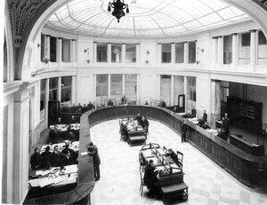 Операционный зал Петербургского частного коммерческого банка.