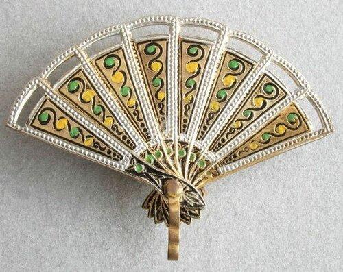 Оригинальный предмет декора – веер
