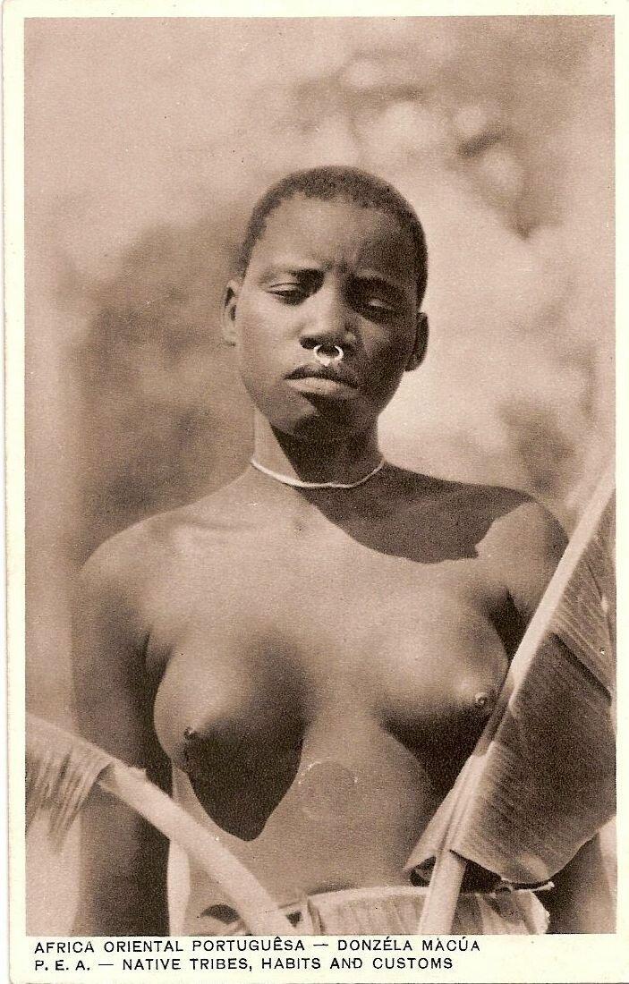 1910. Португальская Восточная Африка. Местная девушка