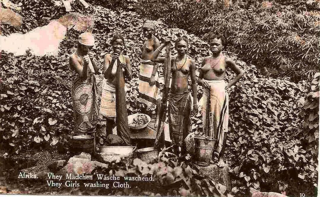 1930. Камерун. Девушки за стиркой белья