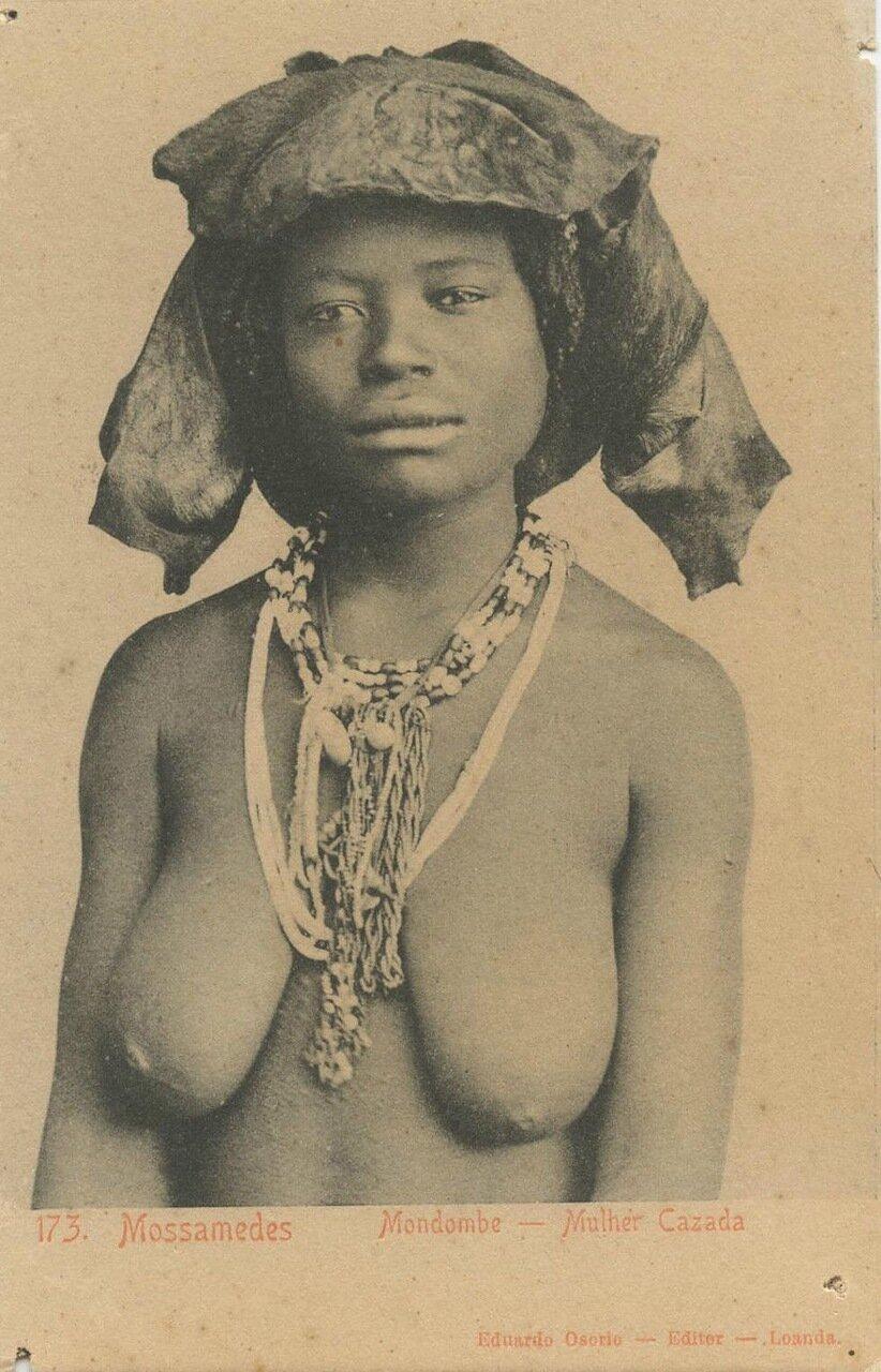 1930-е. Ангола. Замужняя женщина из племени мондомбе