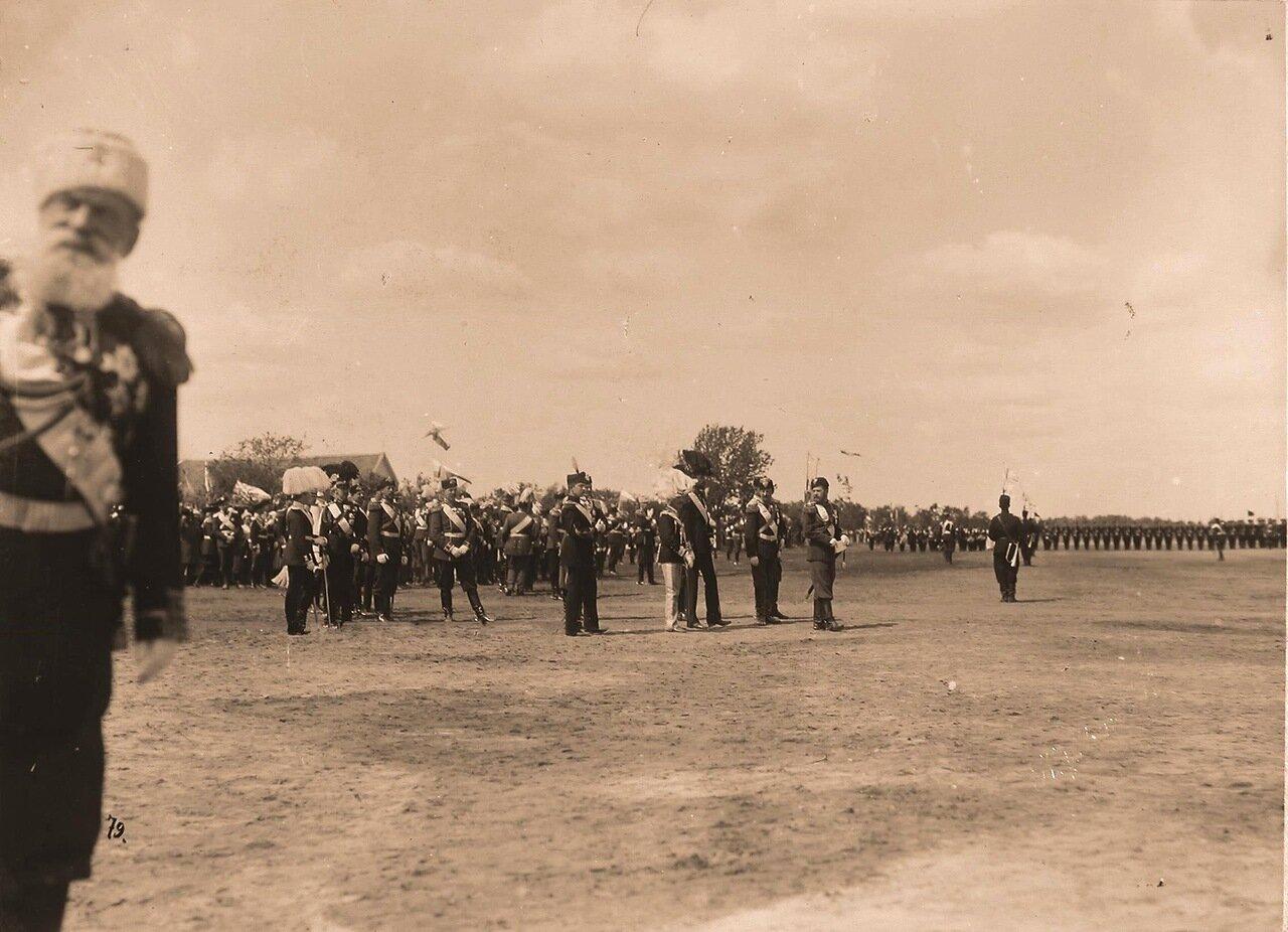Император Николай II и члены иностранных делегаций, приглашённые на торжества коронации, на Ходынском поле в день проведения парада
