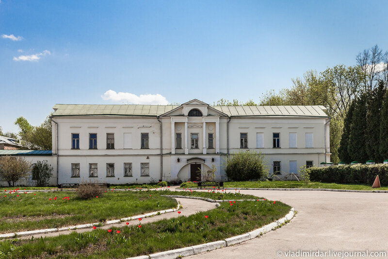 Восточный флигель усадьбы Ивановское.