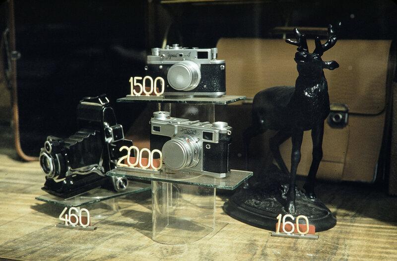 1959 Фотокамеры в Москве. Harrison Forman.jpg
