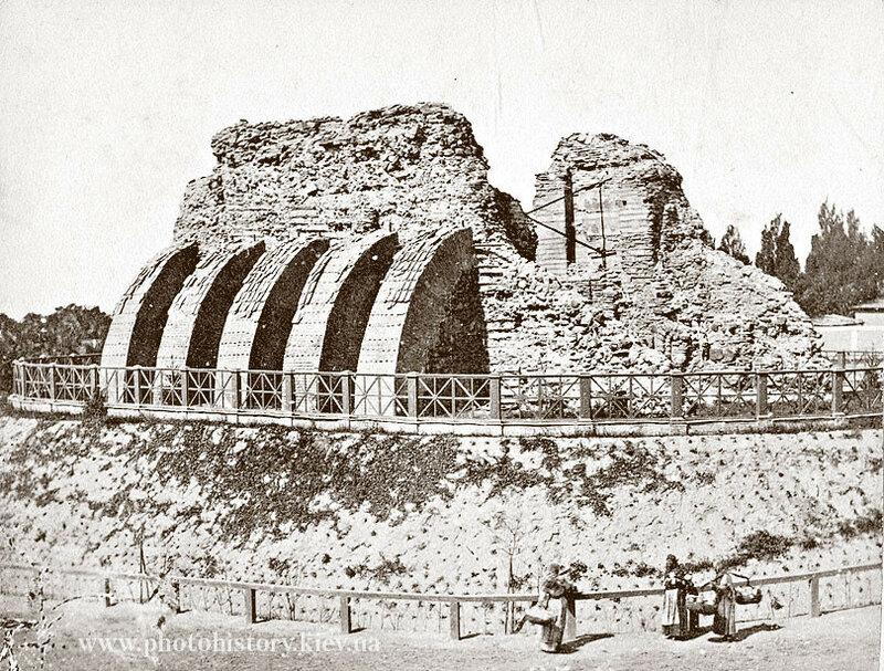 1869-1870е Золотые ворота.jpg