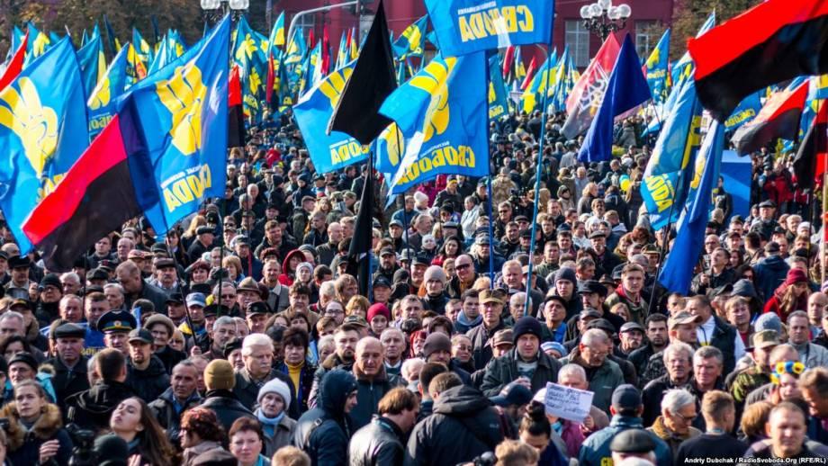 В Киеве проходит марш националистических организаций (трансляция)