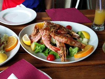 Привожу список ресторанов Ульциня, в которых можно поесть вкусно и недорого