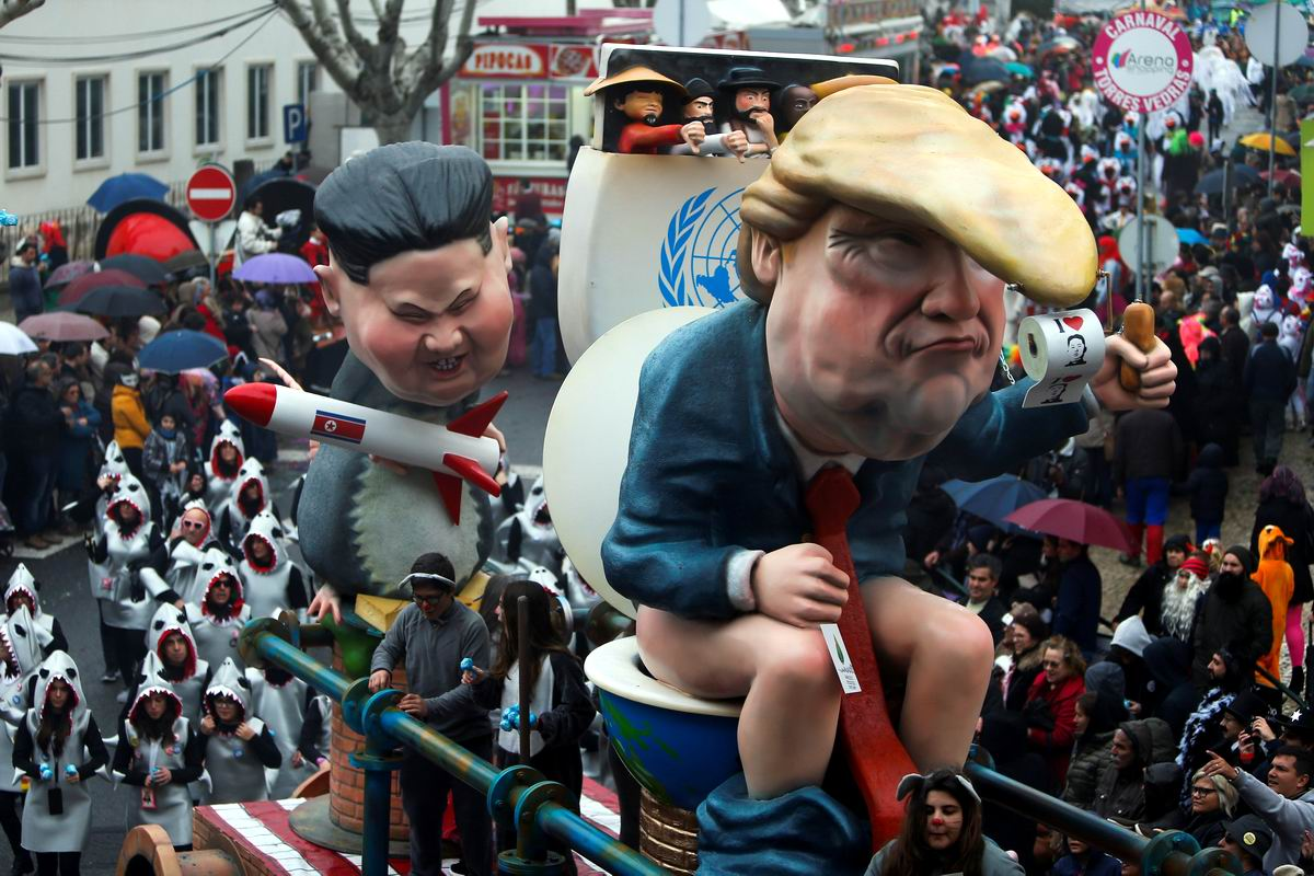 И Дональд Трамп верхом на унитазе: Такой вот португальский карнавал