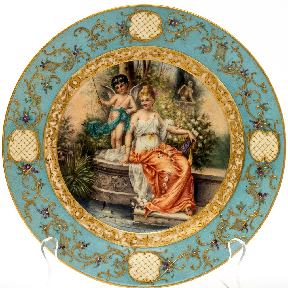 A GROUP OF THREE PORCELAIN PLATES WITH PAINTINGS