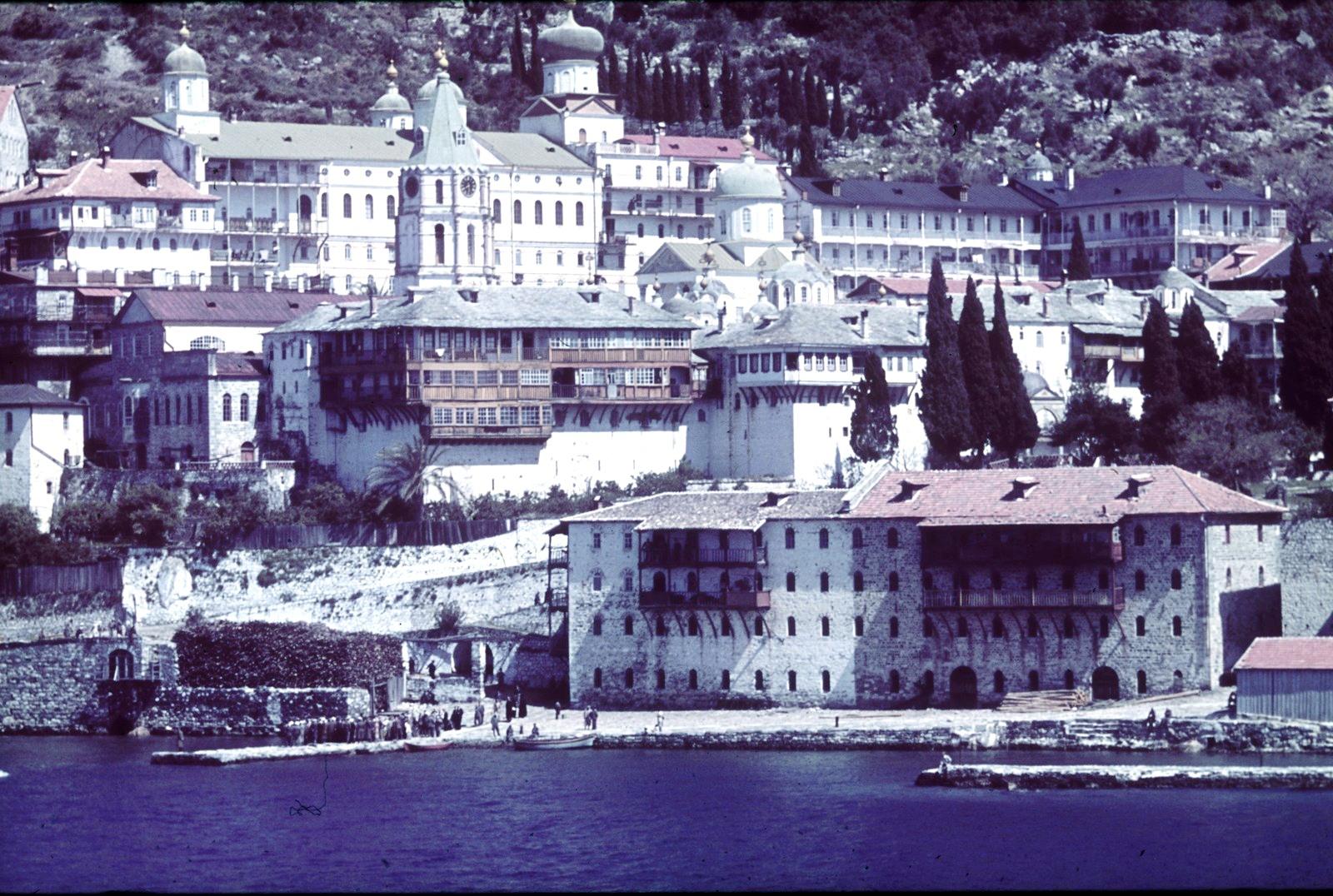 Афон. Пантелеимонов монастырь или монастырь Россикон на западном побережье