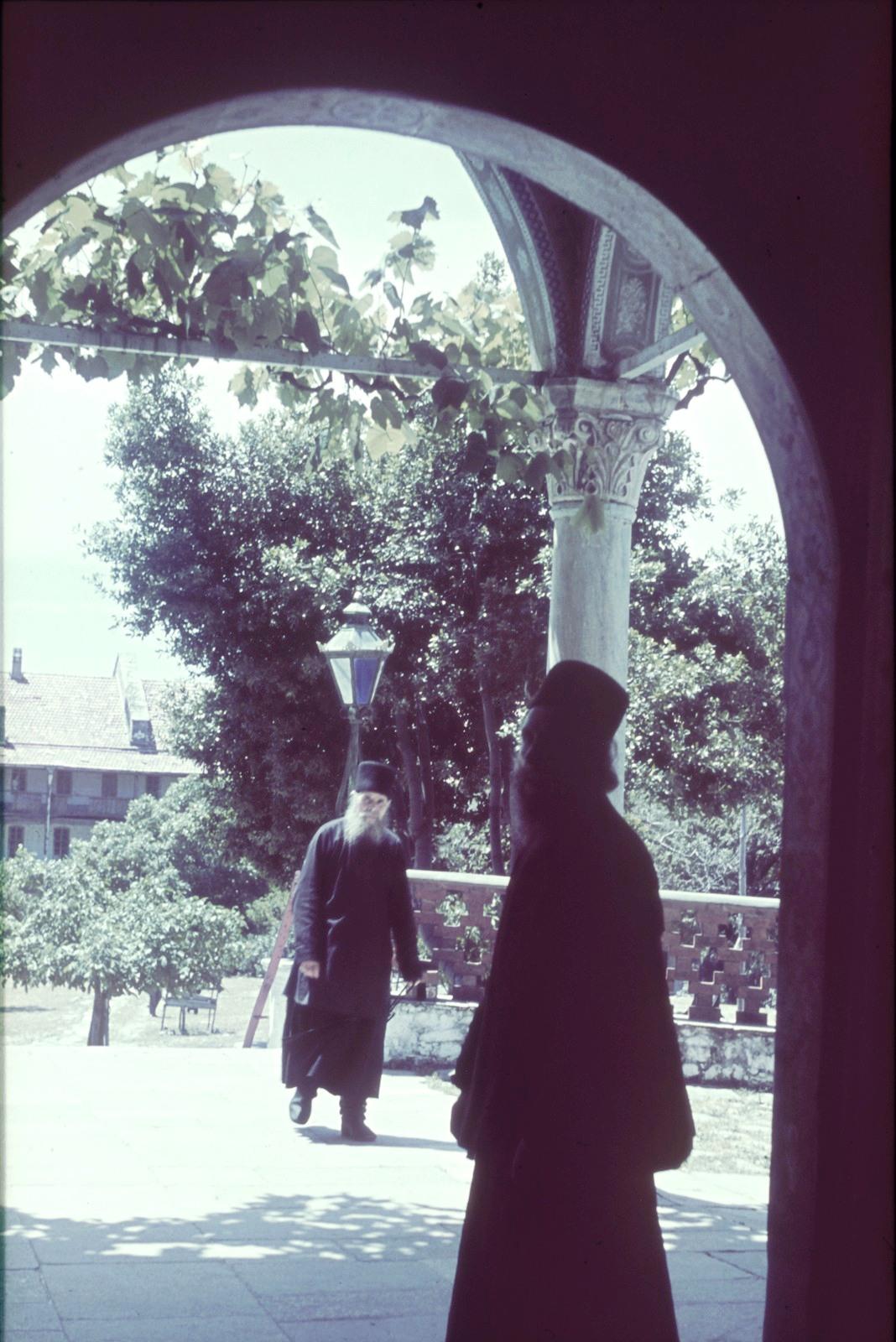 Патмос. Монастырь Иоанна Богослова. Монахи