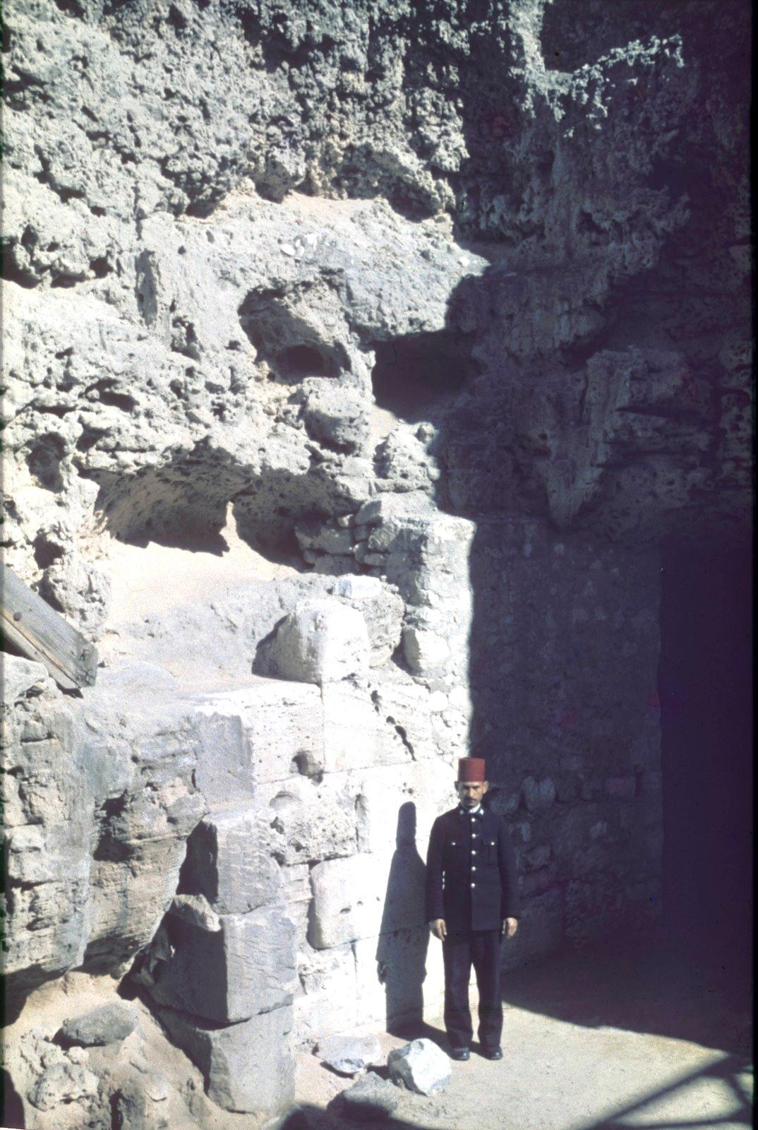 Охранник в храмовом комплексе