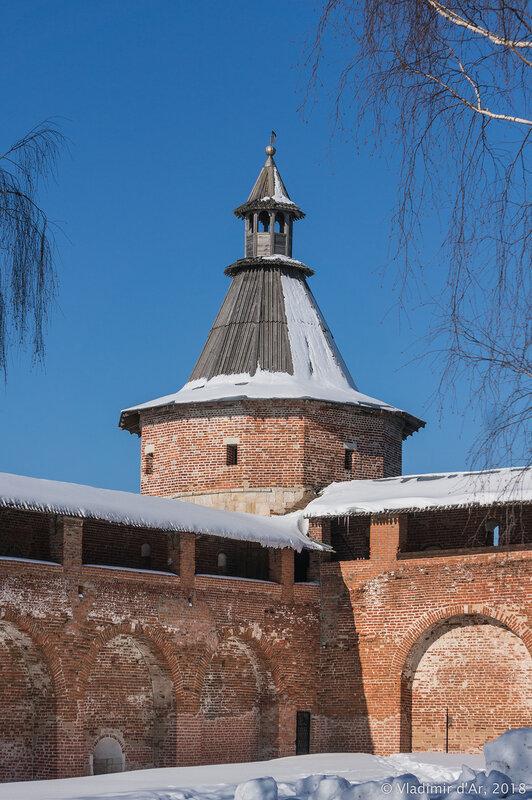 Наугольная караульная башня. Зарайский кремль.