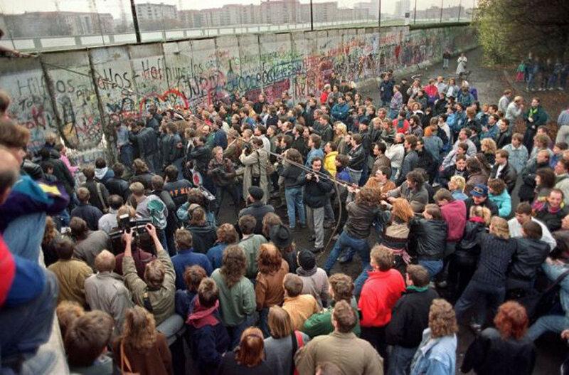 25 лет падения Берлинской стены. Уникальные исторические фотографии 0 1b49e8 871951d9 XL