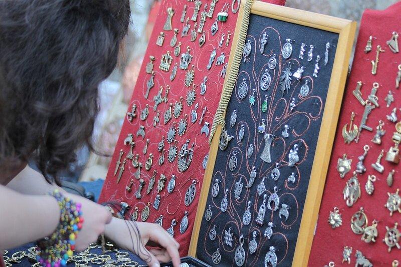 продажа украшений на фестивале «Майское дерево 2014»