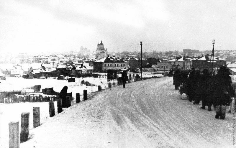 Итальянский легион возвращается через Белгород. 1943.