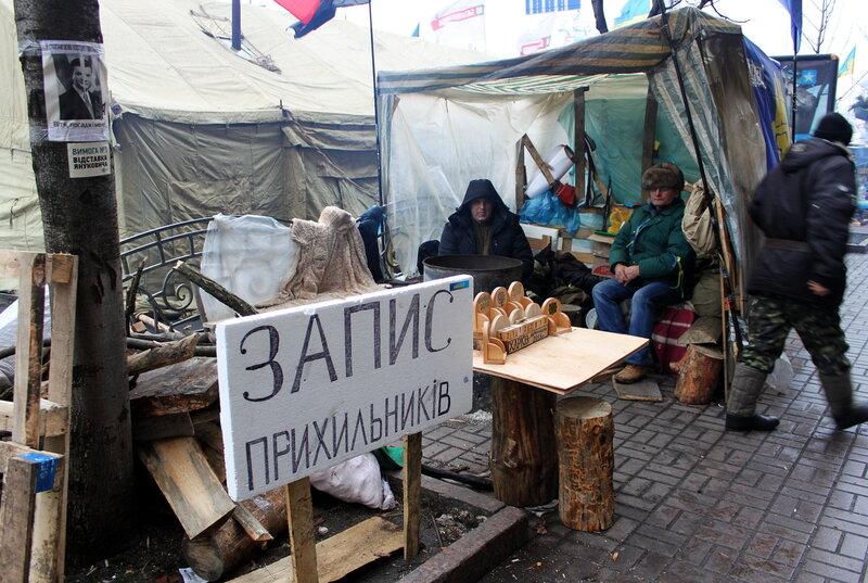Стол записи сторонников Евромайдана