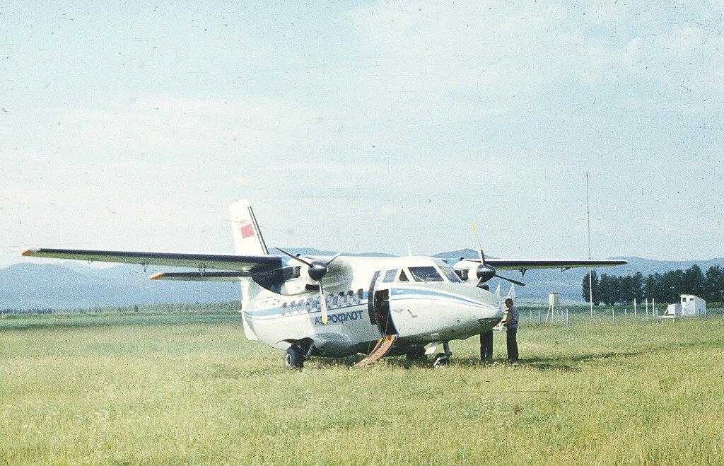 Самолет Л-410 выполняет рейс в аэропорт Белокурихи