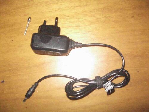 Фото 12. Повреждённое зарядное устройство. Общий вид.