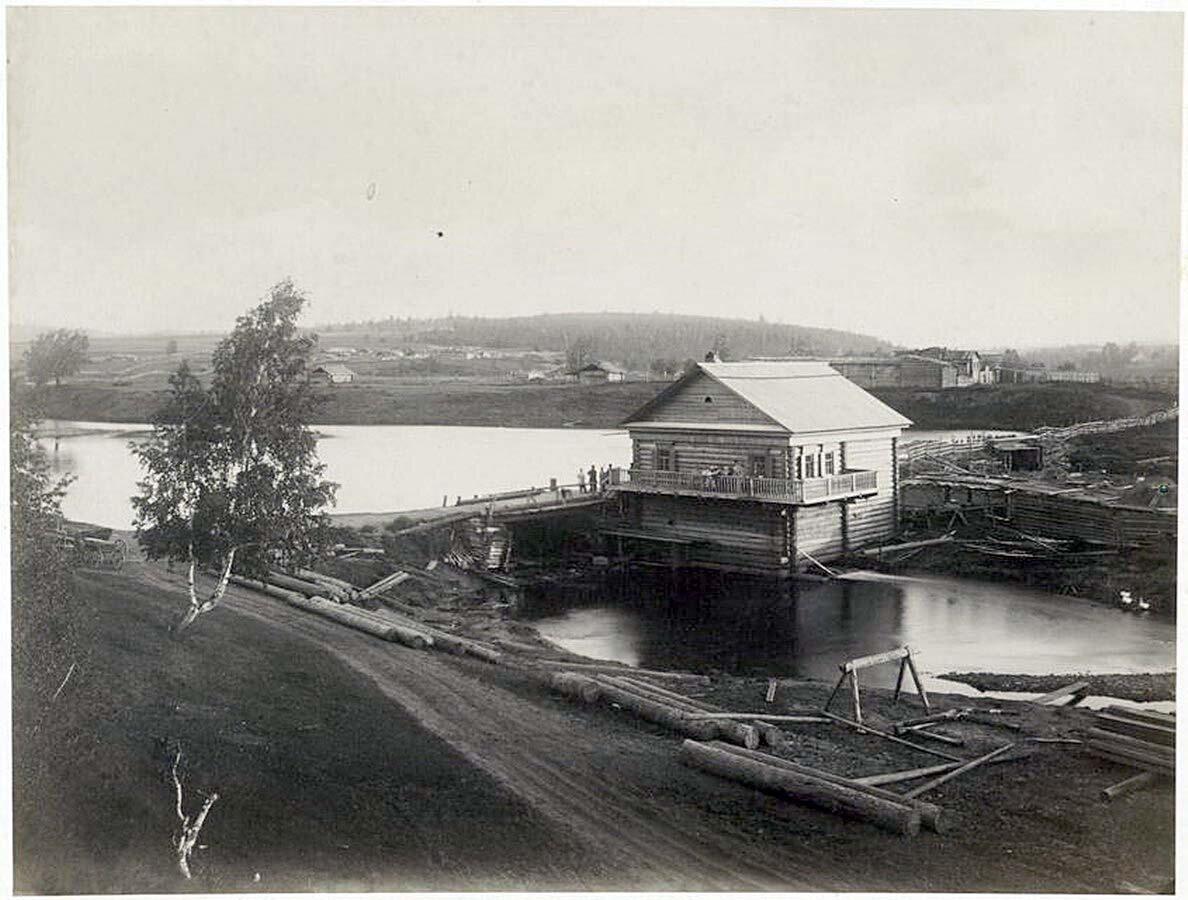 Вид на реку Каю и мельницу, которая расположена за Глазковым и Кайской дорогой