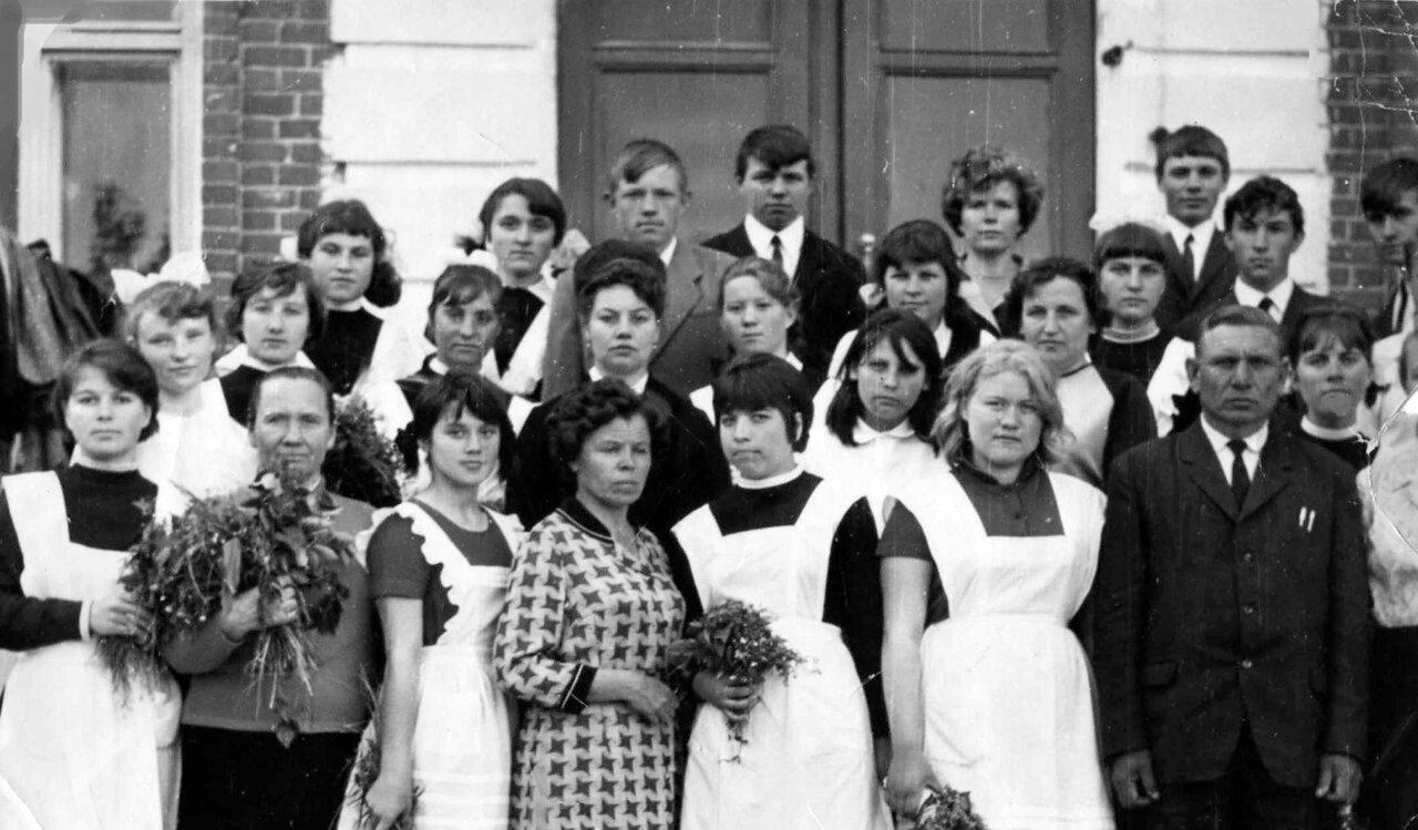 1969. р.п.Шемышейка,средняя школа,выпускной класс 10 Б.