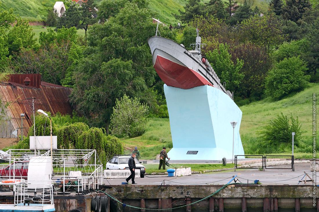 Торпедный катер-памятник проекта 123К в Азове