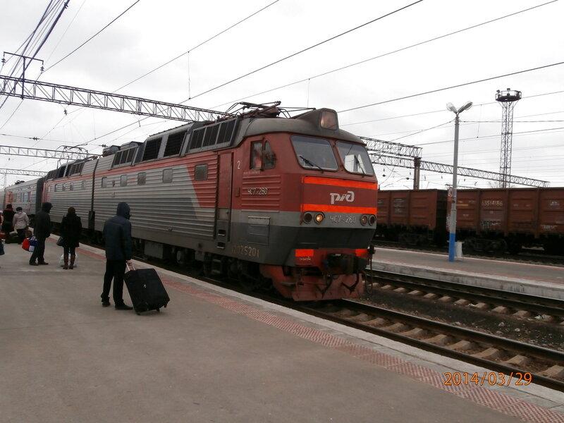 Электровоз ЧС7-260 прибывает на станцию